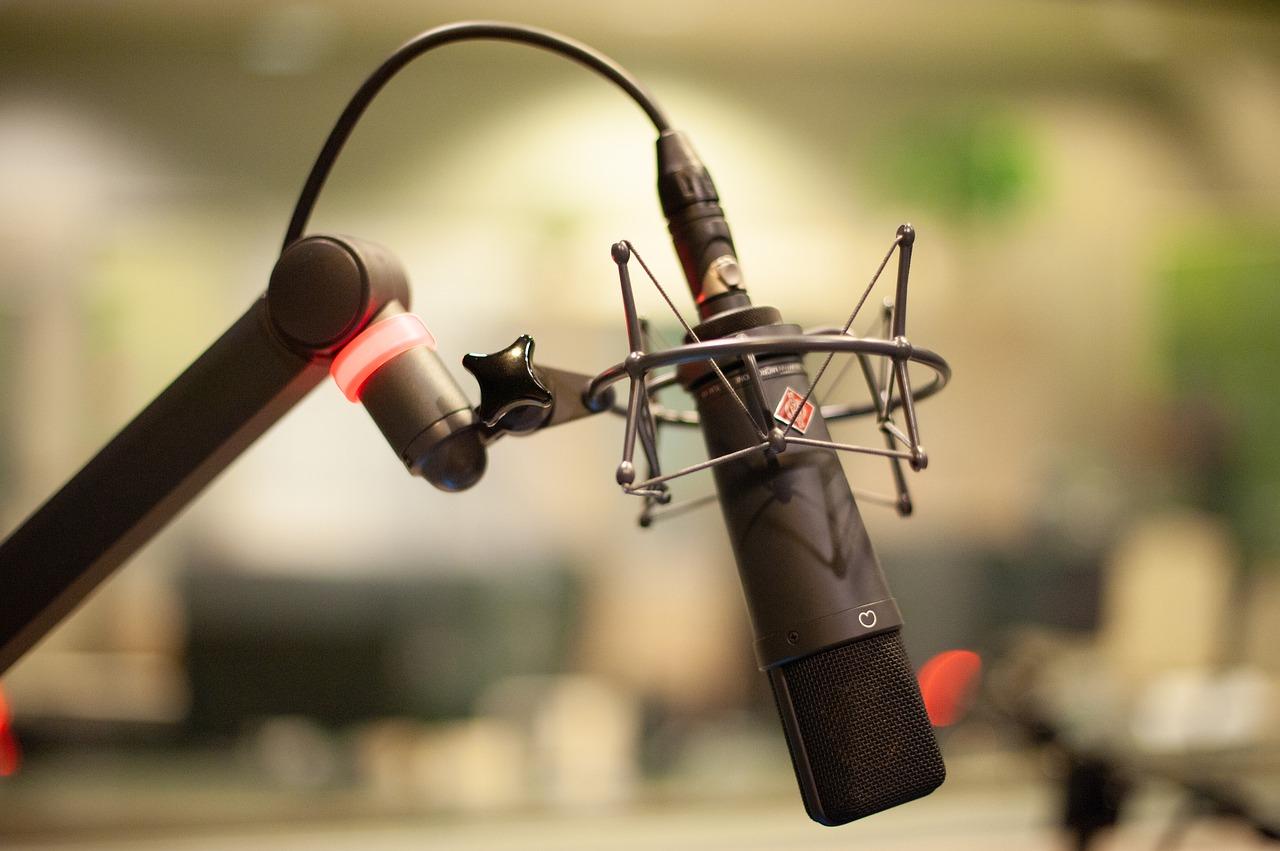 microphone-4319526_1280